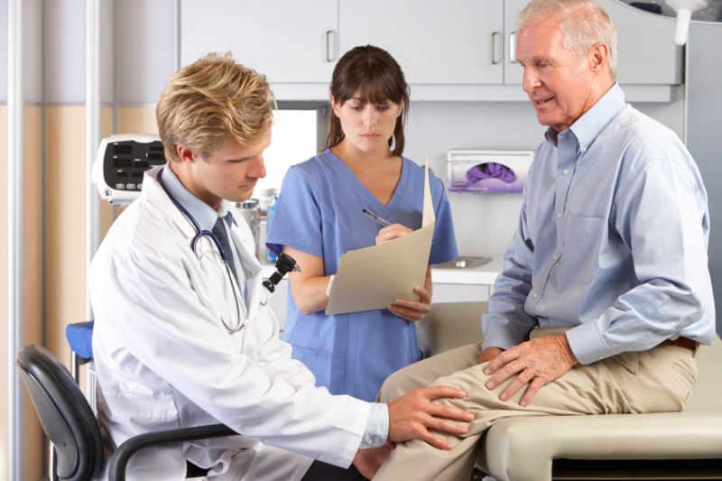 prótesis de rodilla. ¿soy muy mayor para operarme? por el especialista en cirugía ortopédica Dr. Pablo Sanz